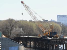 南湖大桥正在搭建便桥 两侧同时进行