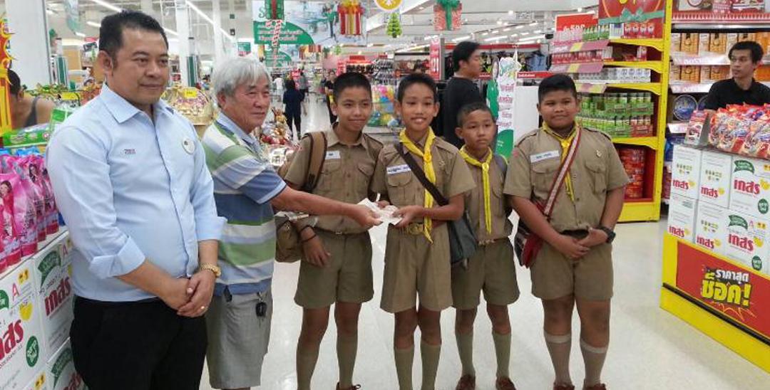 泰国4名小学生拾金不昧 提前获得工作offer
