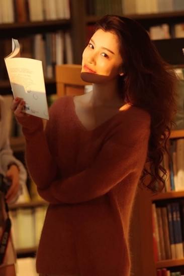 知书达礼! 葛天又双叒叕去书店充电兴趣满分