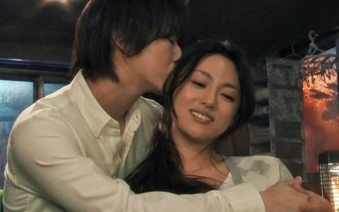 曝龟梨和也与深田恭子或年内结婚 两人因戏生情