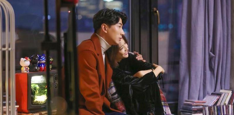 《不婚女王》佟丽娅张亮首演情侣档