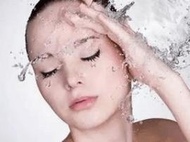 夏季护肤首先要学会正确洗脸