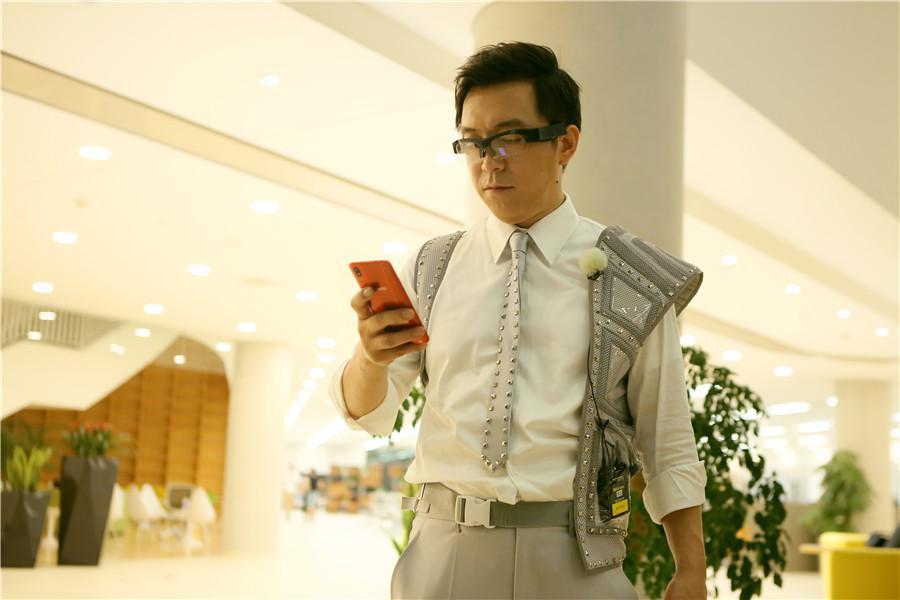 """《极限挑战4》黄渤变""""AI人""""机智御敌"""