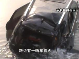吕梁:轿车坠入刺骨冰河 车内传出孩子哭声