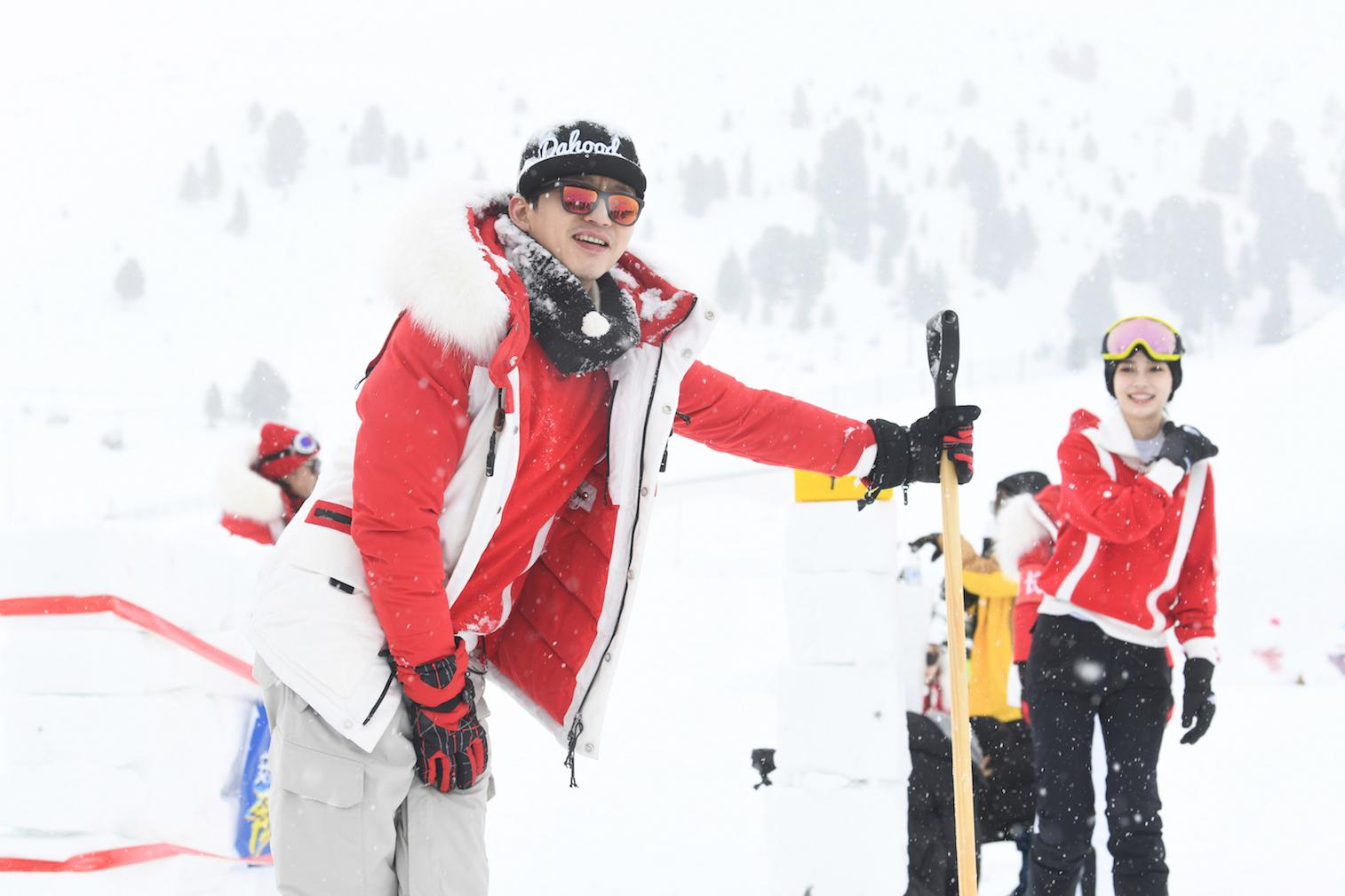 """《奔跑吧》冰上""""冬奥会"""" 邓超化身滑雪小达人"""