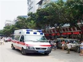 两旅客乘火车突发疾病 车站变更停车计划急送医
