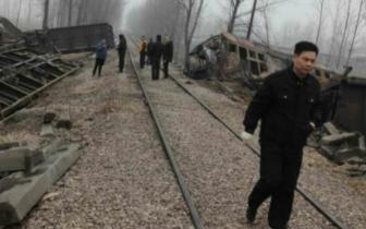 疑因司机疲劳驾驶 平顶山一推土机撞上小火车