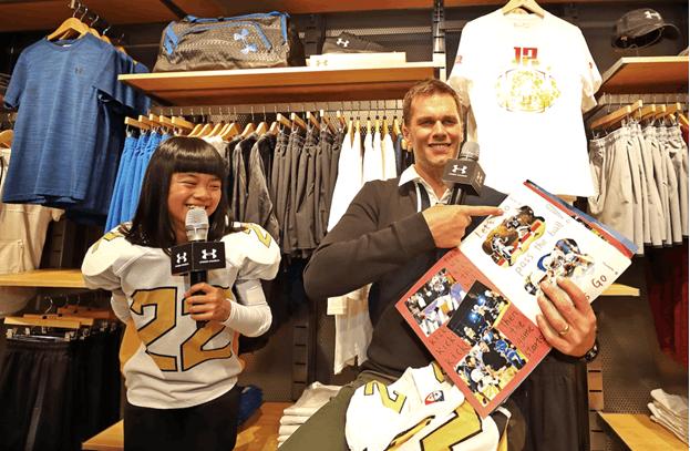 NFL巨星布雷迪首度访华登长城 什刹海与粉丝互动