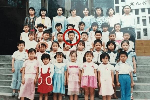 大鹏幼儿园照片被曝光 你找得到他吗