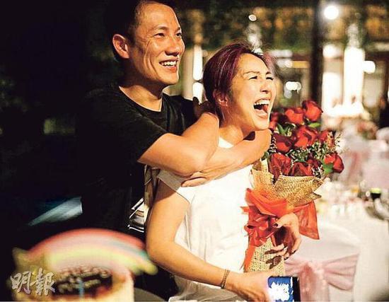 杨千嬅43岁庆生 老公丁子高送惊喜放烟花