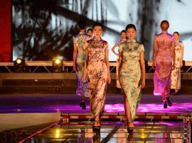 吉林市旗袍文化艺术展示季扮靓松花江两岸