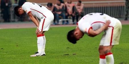 辽足提前两轮降级 球员掩面痛哭失落退场