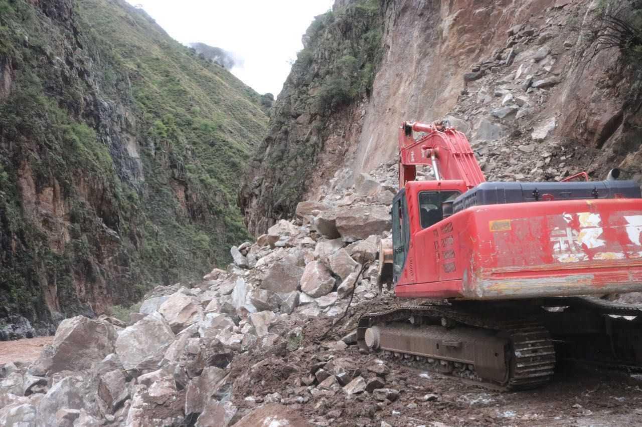川藏公路西藏芒康县发生塌方400多辆车滞留