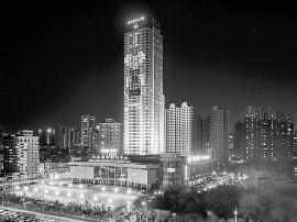 太原城市中心200米高空惊现爱的告白