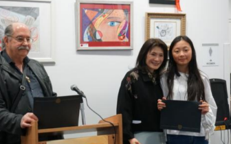 纽约举办义卖画展 8位华裔高中生筹善款献爱心