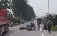 三叉路口摩托车与电动车相撞 两人重伤