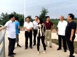 运城市水务局调研员任望平在稷山县督导环境整治工作