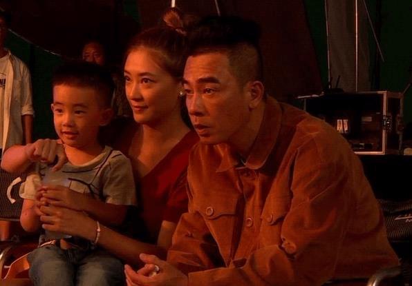 陈小春带儿子上《爸爸去哪儿5》被高价位酬劳打动