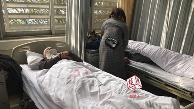 清晨东湖隧道口发生车祸 至少4人受伤