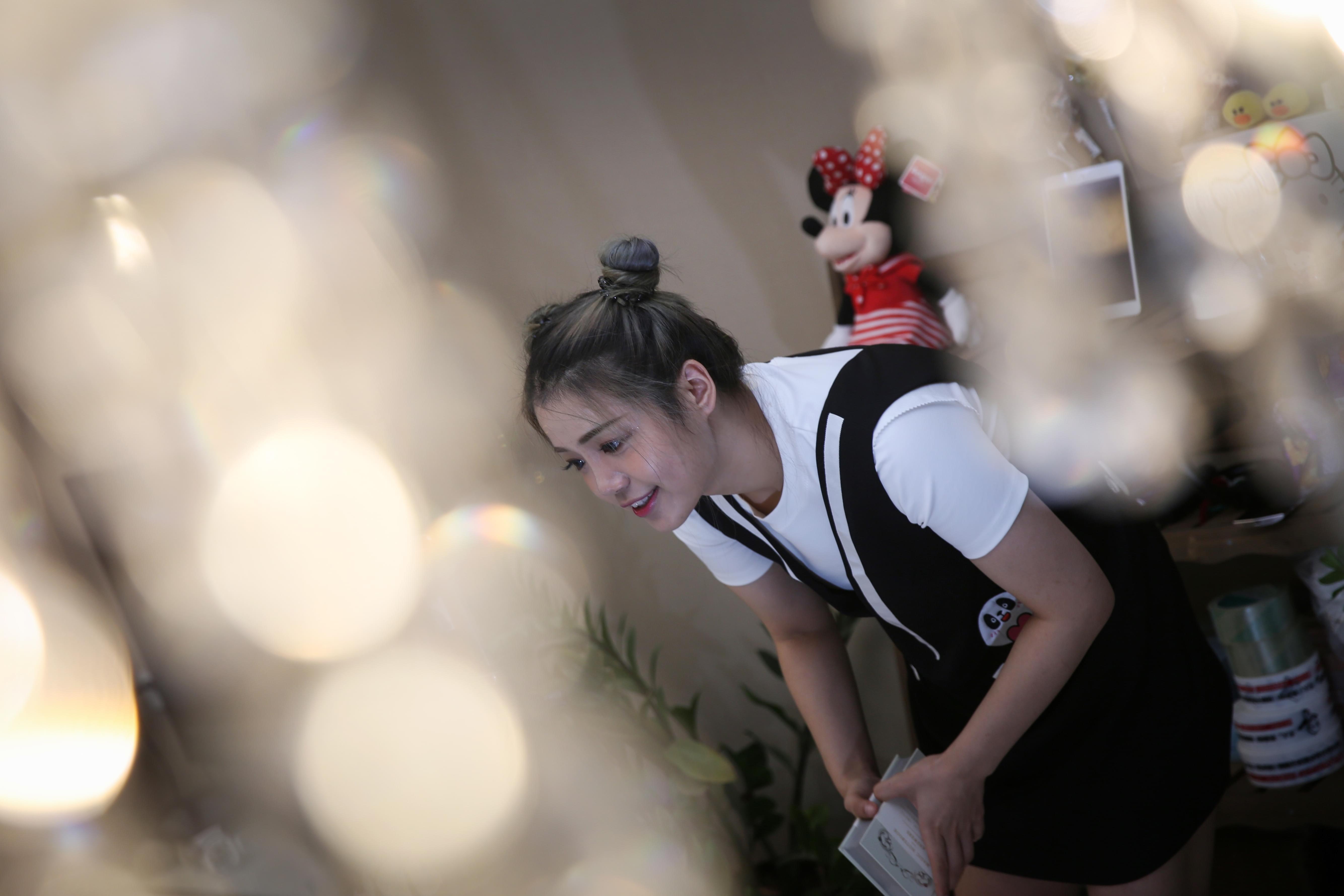 2016年9月4日,北京。北漂农村女孩成网红,一月赚80000元。/视觉中国