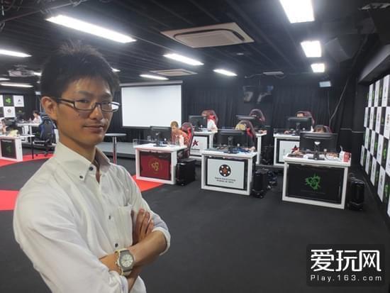 电竞专业教练铃木以及他背后的学生们