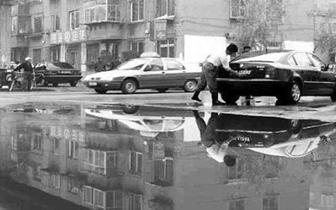 咸安清理整治S208省道毛坪路段洗车加水点