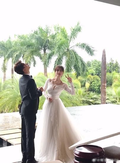 婚礼虽假婚纱却真 葛天仍信爱情再穿婚纱称很甜