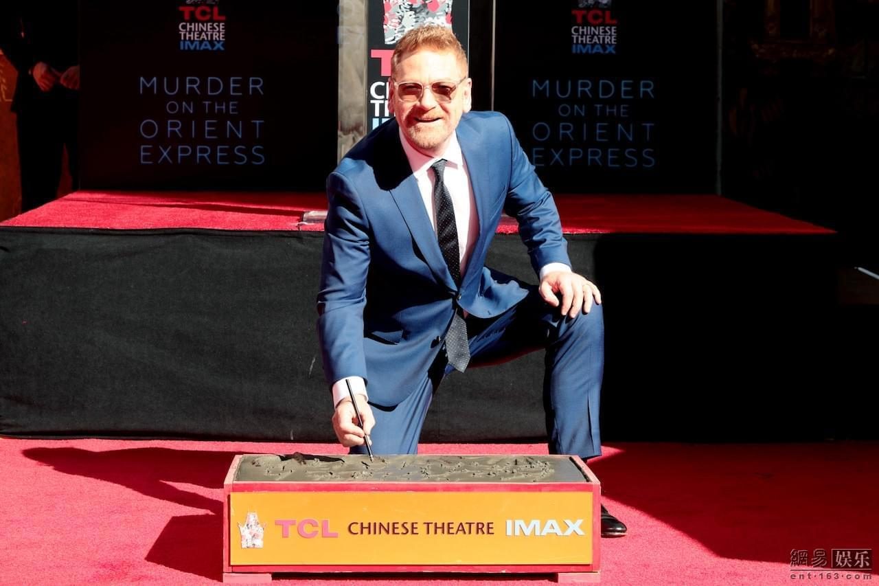 肯尼思布拉纳在中国剧院前签名