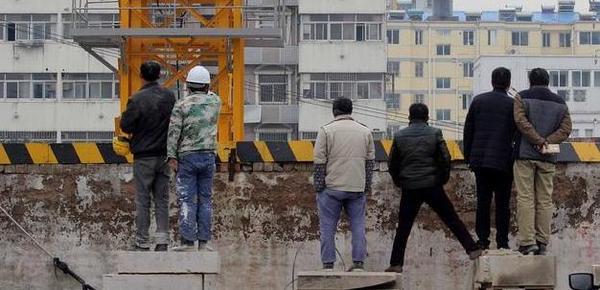 南京在建工地基坑塌陷 周边居民紧急疏散