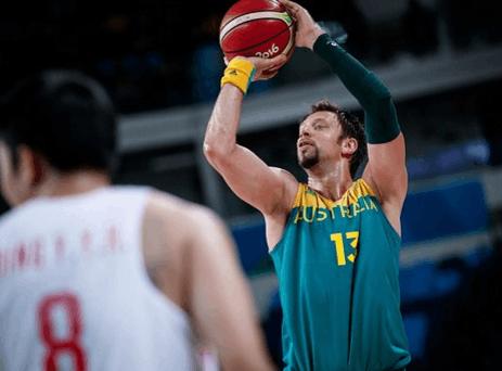澳大利亚37岁定海神针因伤回国 中国男篮迎机会?