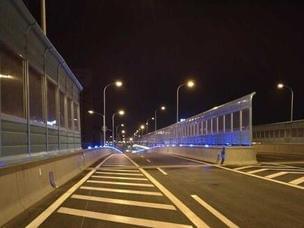 济南顺河高架南延线正式开放 车辆尝鲜