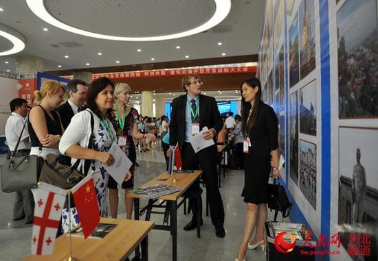 25国驻华使节齐聚沧州谋合作 签约150亿元项目