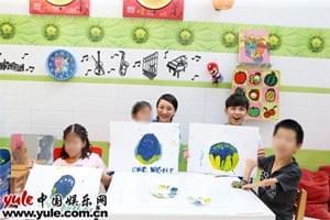周迅吴磊探访孤残儿童机构