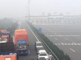 受大雾影响 山西多条高速公路通行受阻