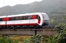 北京磁悬浮S1线雨中试运营