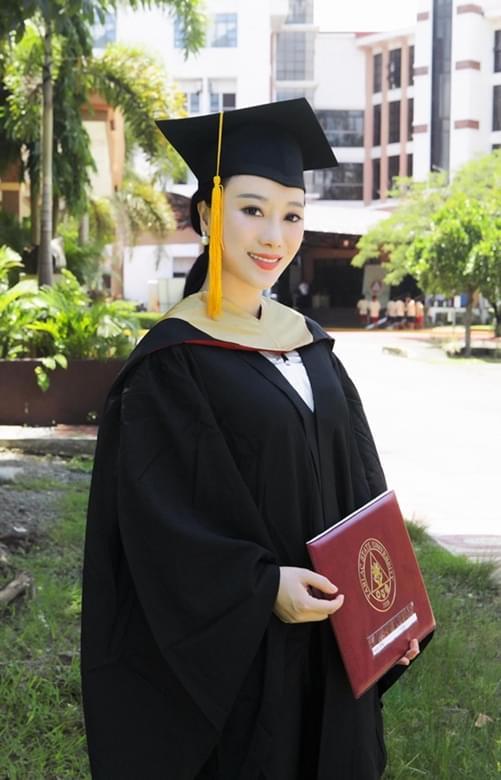邓童天获MBA硕士学位 学霸女歌手惊艳上线