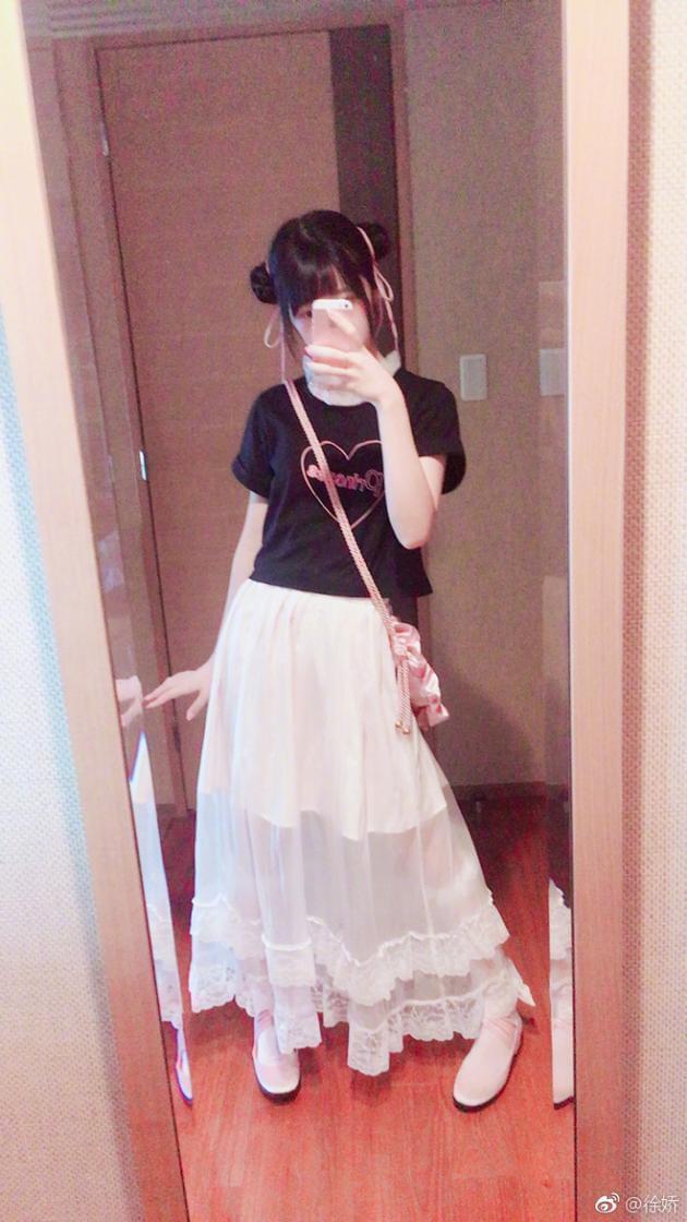 徐娇软妹造型出门 哪吒头配白纱裙超可爱
