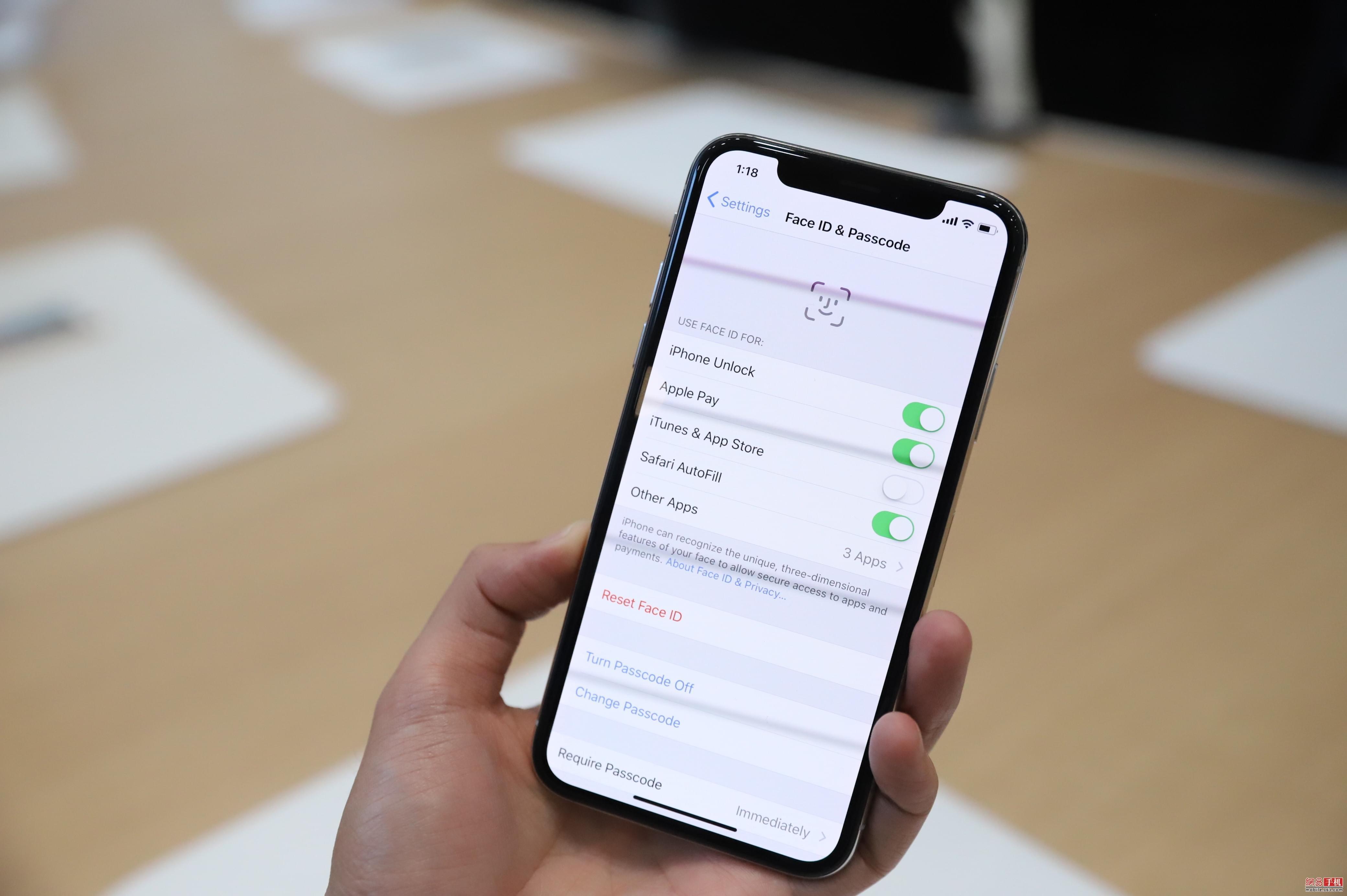 易评机:iPhone X来了 争议之作却注定带来变革
