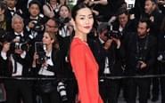 刘雯穿红色旗袍显高挑身材