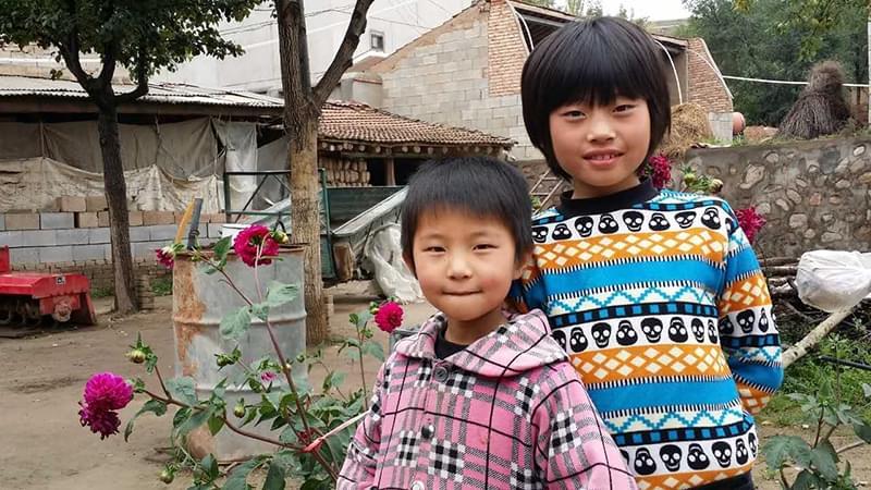 """""""从我一进她们的家门,两个孩子脸上就挂着温暖的微笑。"""""""