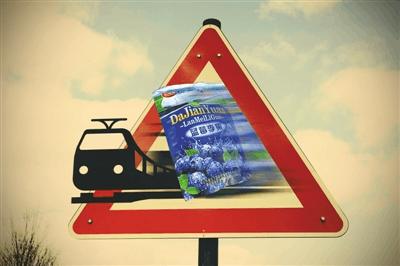 """列车宣传""""蓝莓李果""""为新疆特产 专家:没这种植物"""