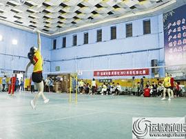 运城市农村信用社举办羽毛球比赛 13支队伍角逐