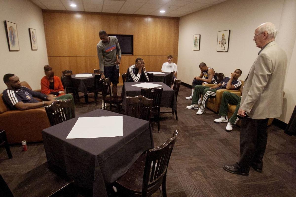 """揭NBA不为人知的宗教仪式 是它""""成就""""林疯狂 但也有人批它像女人+酒精一样毒"""