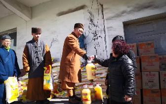 王兰寺积极开展扶贫济困活动