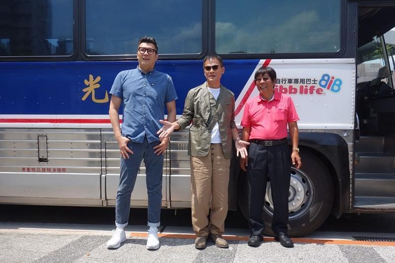 罗大佑与种子音乐总经理吴锋