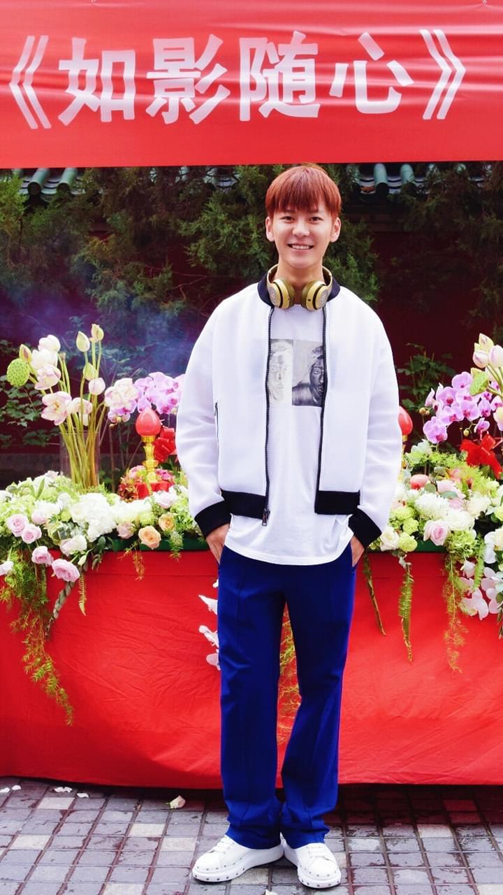 王嘉成为霍建起电影新男主 新造型酷似摇滚少年