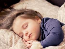 孩子晚睡 家长要警惕性早熟