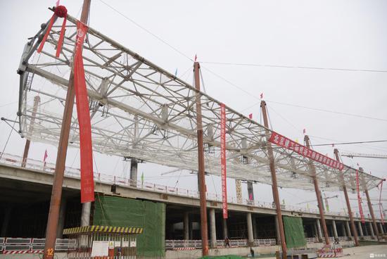 新机场航站楼混凝土结构封顶