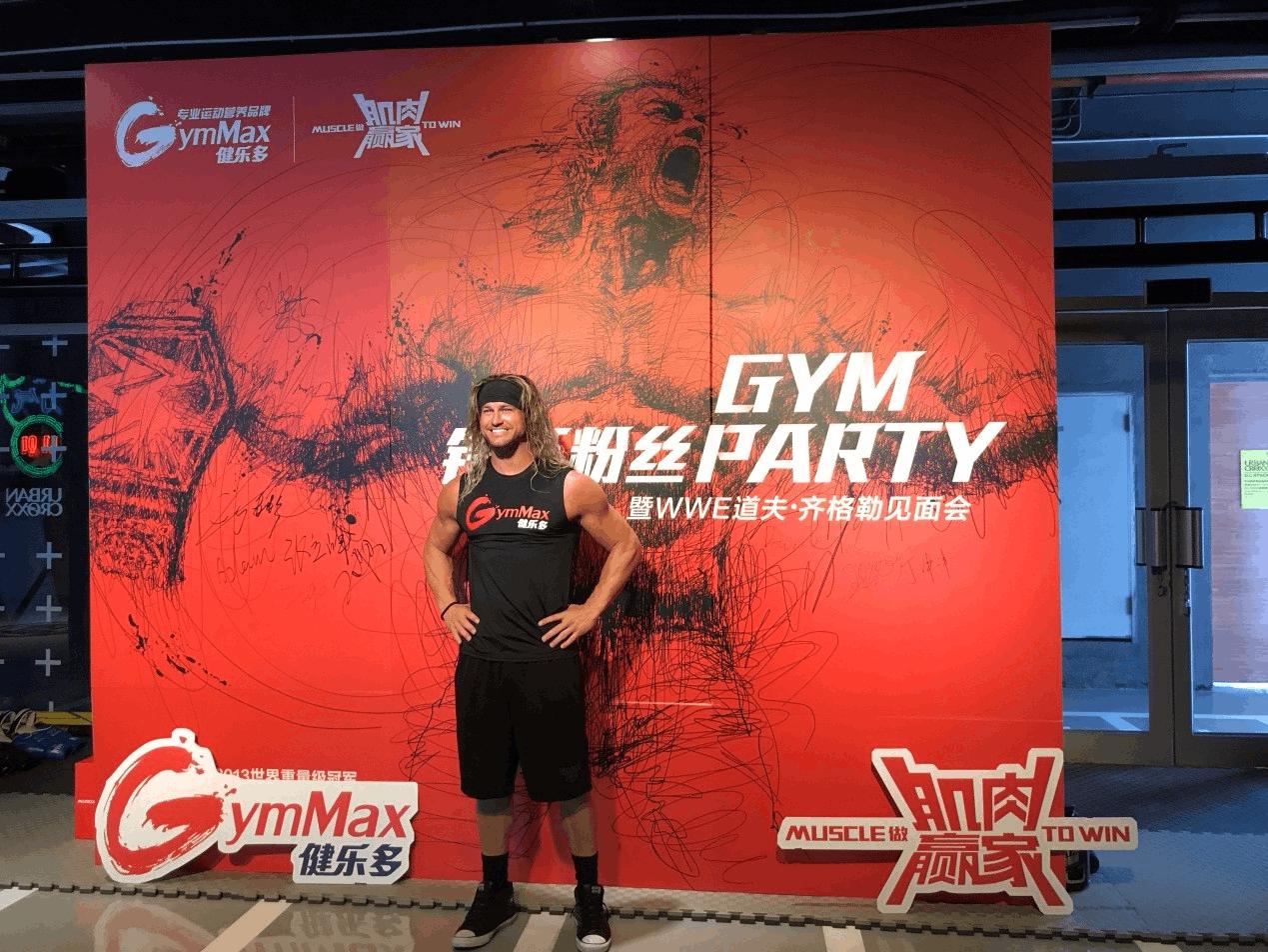 """GymMax健乐多""代言人来华 WWE巨星见面会现场火爆"