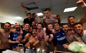 国米重返欧冠 球员半裸疯狂庆祝